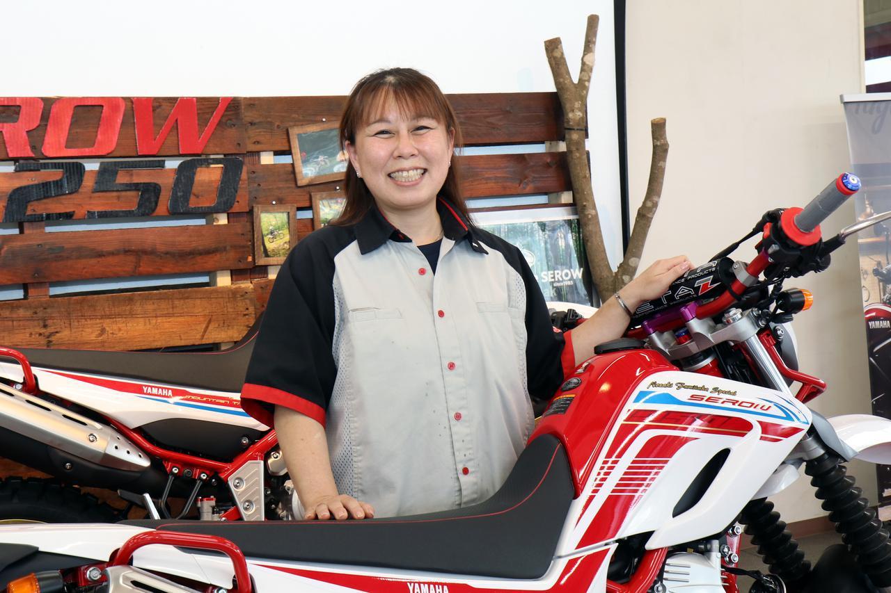 画像: YSP京葉の内藤一代さん。同店ではセローやトリッカーの独自機種を販売中