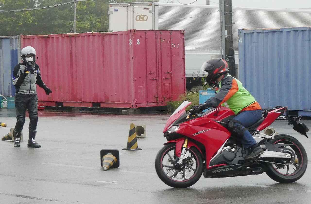 画像: 熱心に受講し、自身の安全運転につなげるための課題クリアへ