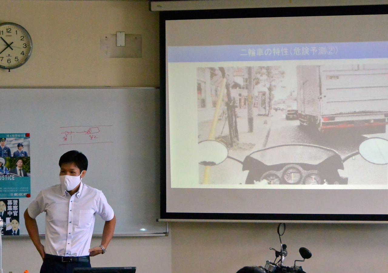 画像: 県警交通部交通総務課担当者による講義(交通安全講話)