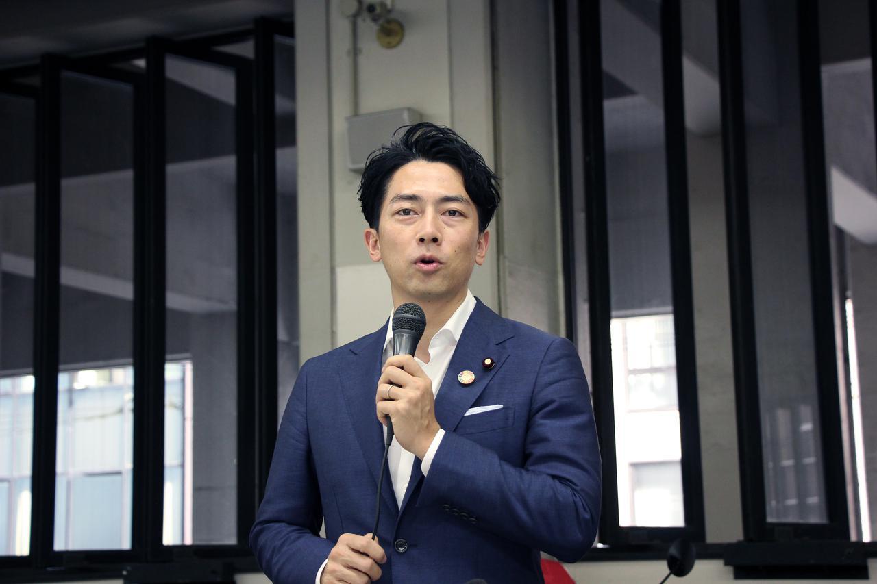 画像: 視察後に支援策を発表する小泉環境大臣