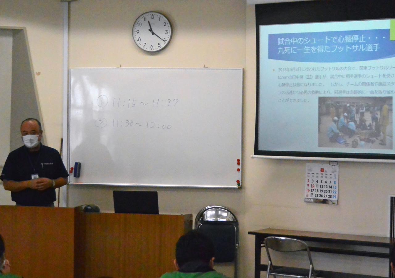 画像: 会場の教習所職員による救急救命法の講習風景
