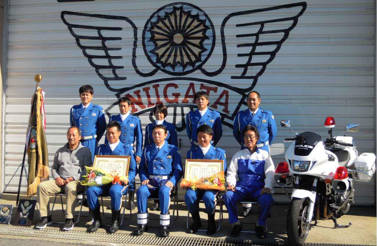 画像: 新潟県チームとともに記念写真に収まるAJ新潟の佐藤理事長(前列左端)。佐藤理事長の隣が個人総合優勝の藤木選手