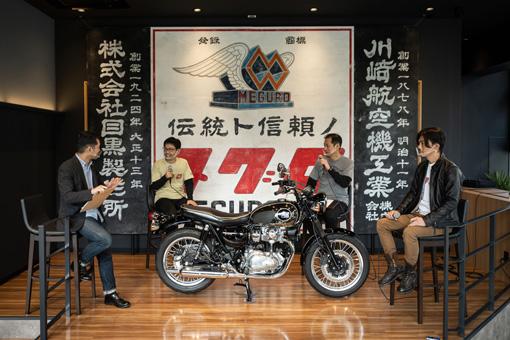 画像: トークショー形式のイベントを開催。左は司会の河野正士氏