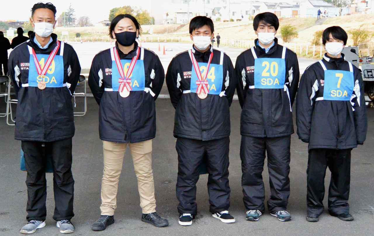画像: 団体部門優勝のピザーラチーム