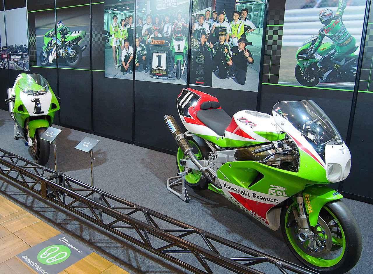 画像: 手前=1994年FIM世界耐久選手権優勝「ZXR750R」、後方=2000年全日本ロードレース選手権スーパーバイク優勝「ニンジャZX―7RR」