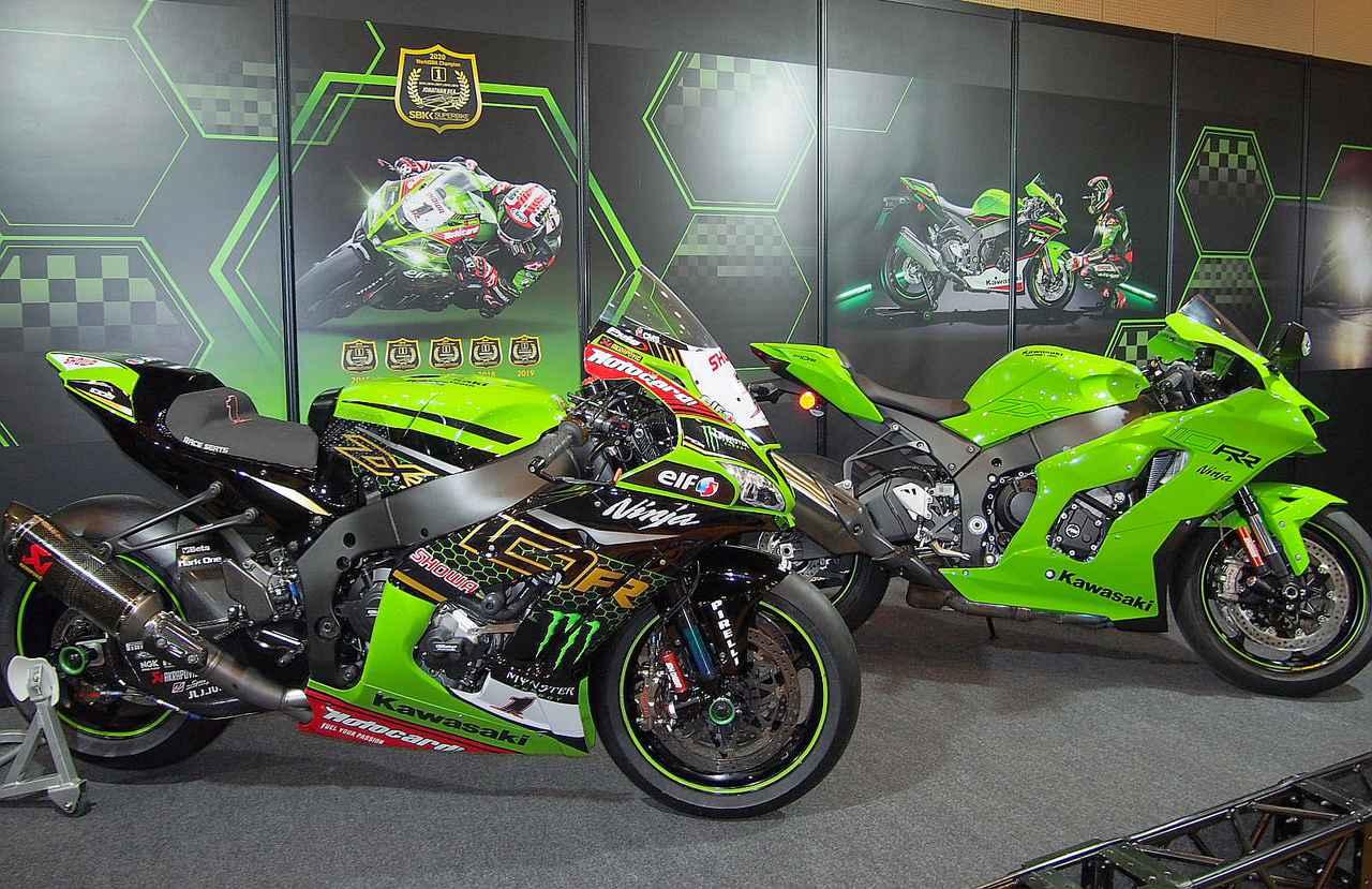 画像: 手前=2020年スーパーバイク世界選手権で見事6連覇を達成したニンジャZX―10RR、後方=今回、日本初展示となる「ニンジャZX―10RR」2021年モデル