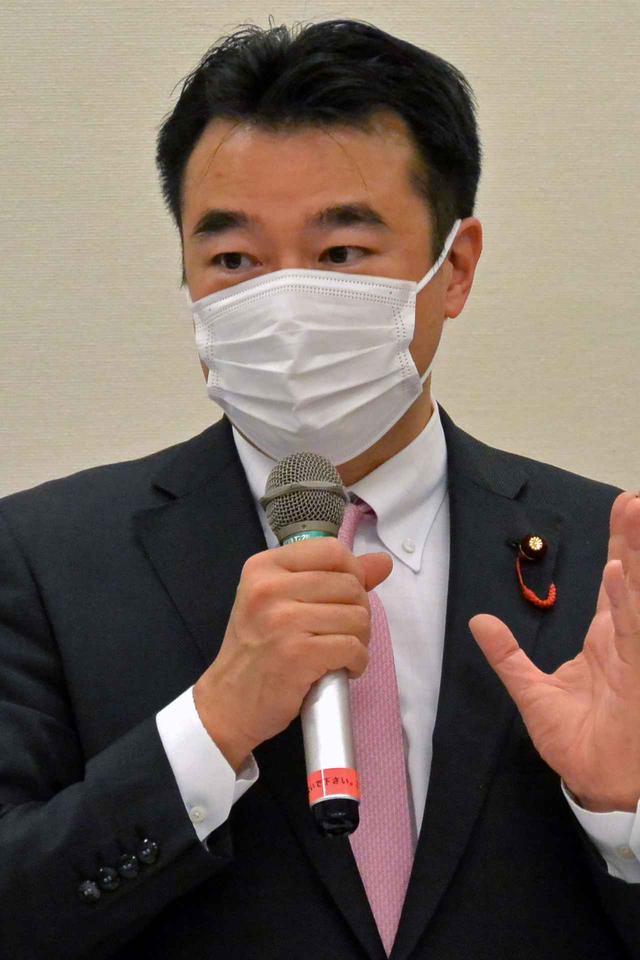 画像: 会長就任にあたりあいさつする大岡議員