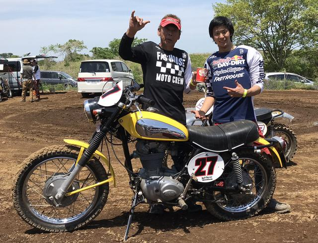画像: 同大会で次男の敏樹氏(23歳)と参加。後継者になってもらうべく二輪車の魅力を伝えているという。車両はドゥカティのスクランブラー「ワイルドキャット450」