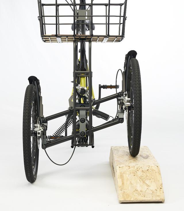 画像: 3輪により段さや悪路等でも高い走行安定性を発揮(電動アシスト/フル電動両モデルの共通特長)