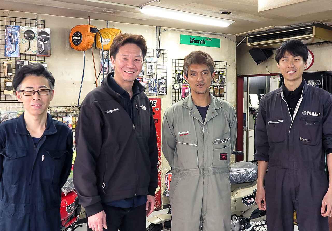 画像: 中央左が代表の清野さん、右が専務の関口勉さん。一番左は店長の仁王道治さん、一番右がスタッフの住友泰星さん