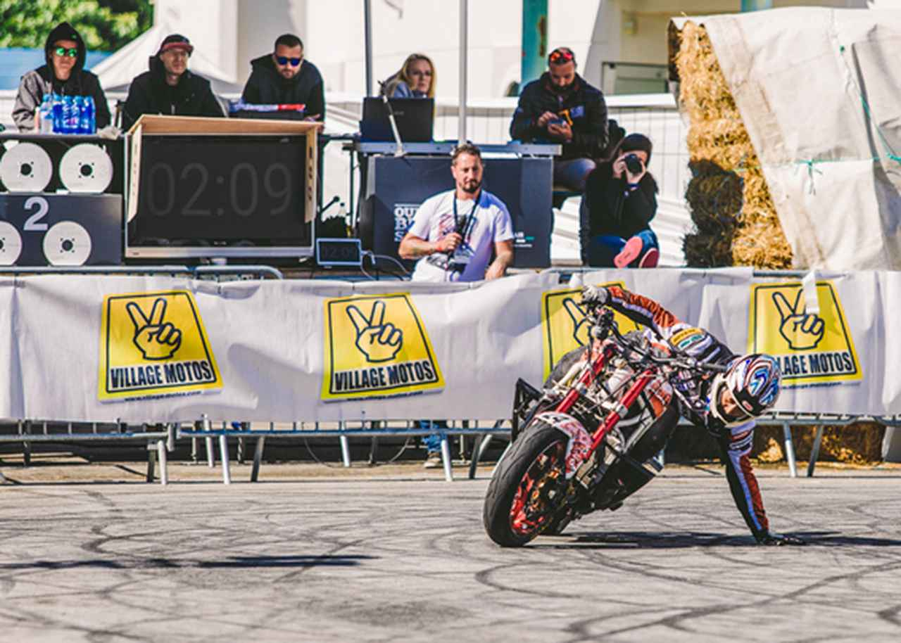 画像: 欧州最大の大会「Ouest Bike Show」でのライディング。左上のサングラスをかけた人は 審査員だが、12年に一緒に全米選手権を回ったポーランドの伝説的ライダーのラファル