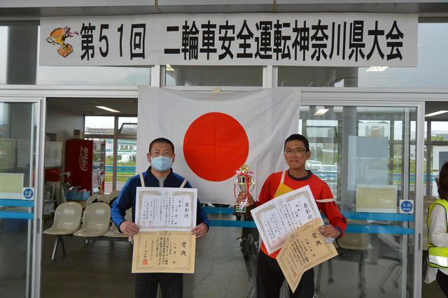 画像: Aクラス優勝の小林選手(左)、Bクラス優勝とともに個人総合優勝を果たした佐藤選手(右)