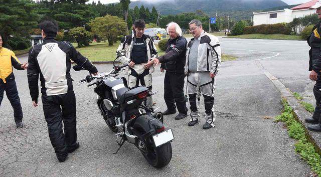 画像: 今回の試乗取材では、九州・熊本を舞台としたケニー・ロバーツ・ジャパン・ラリーに合流。参加者のアメリカンたちは、アメリカで売っていない新世代CBに興味津々でした。