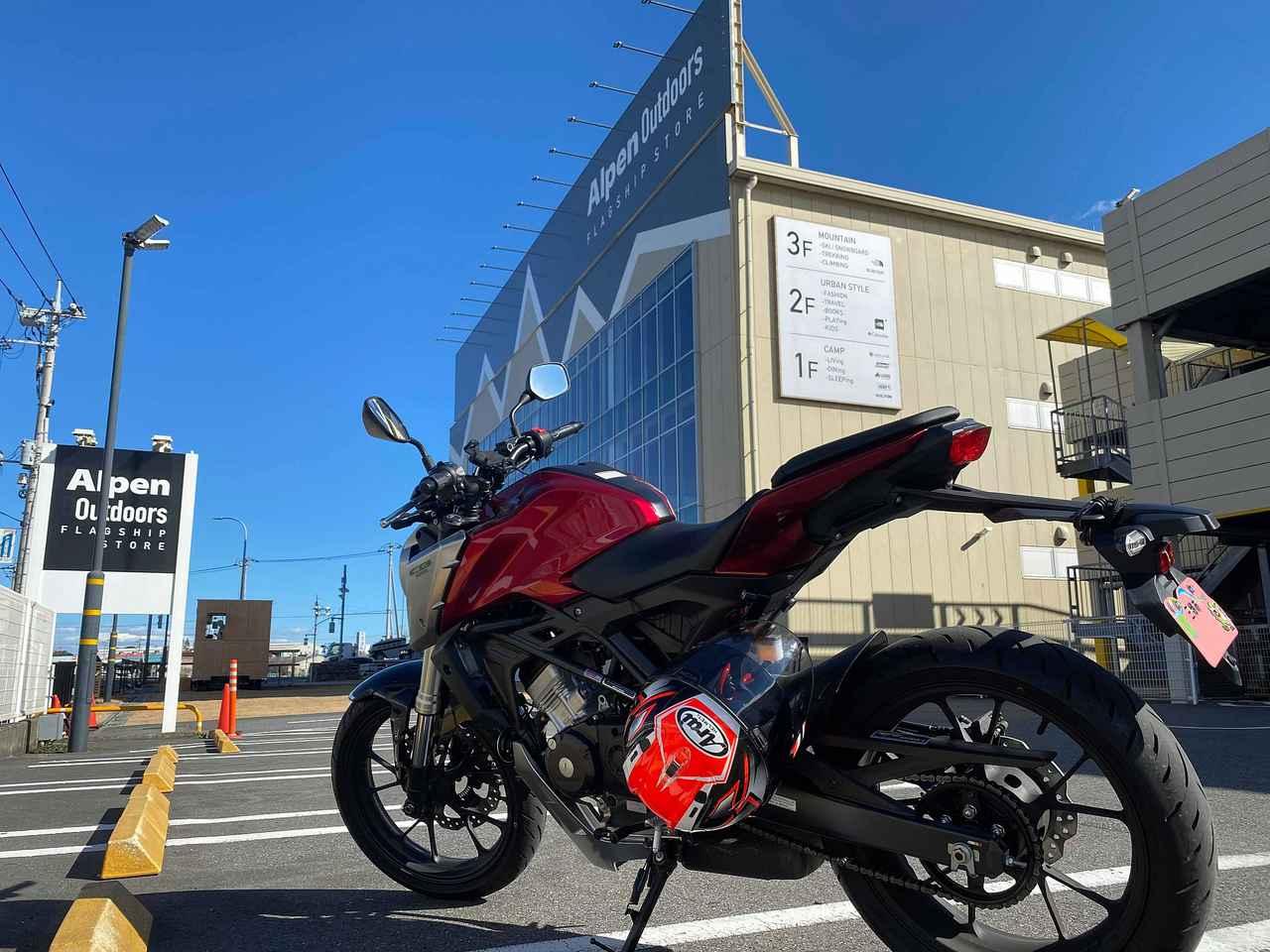 画像: 千葉県柏市の国道16号線沿いにあるアルペンアウトドアーズフラッグシップストア 立体駐車場の奥にちゃんと駐輪場がありました。安心安心♪
