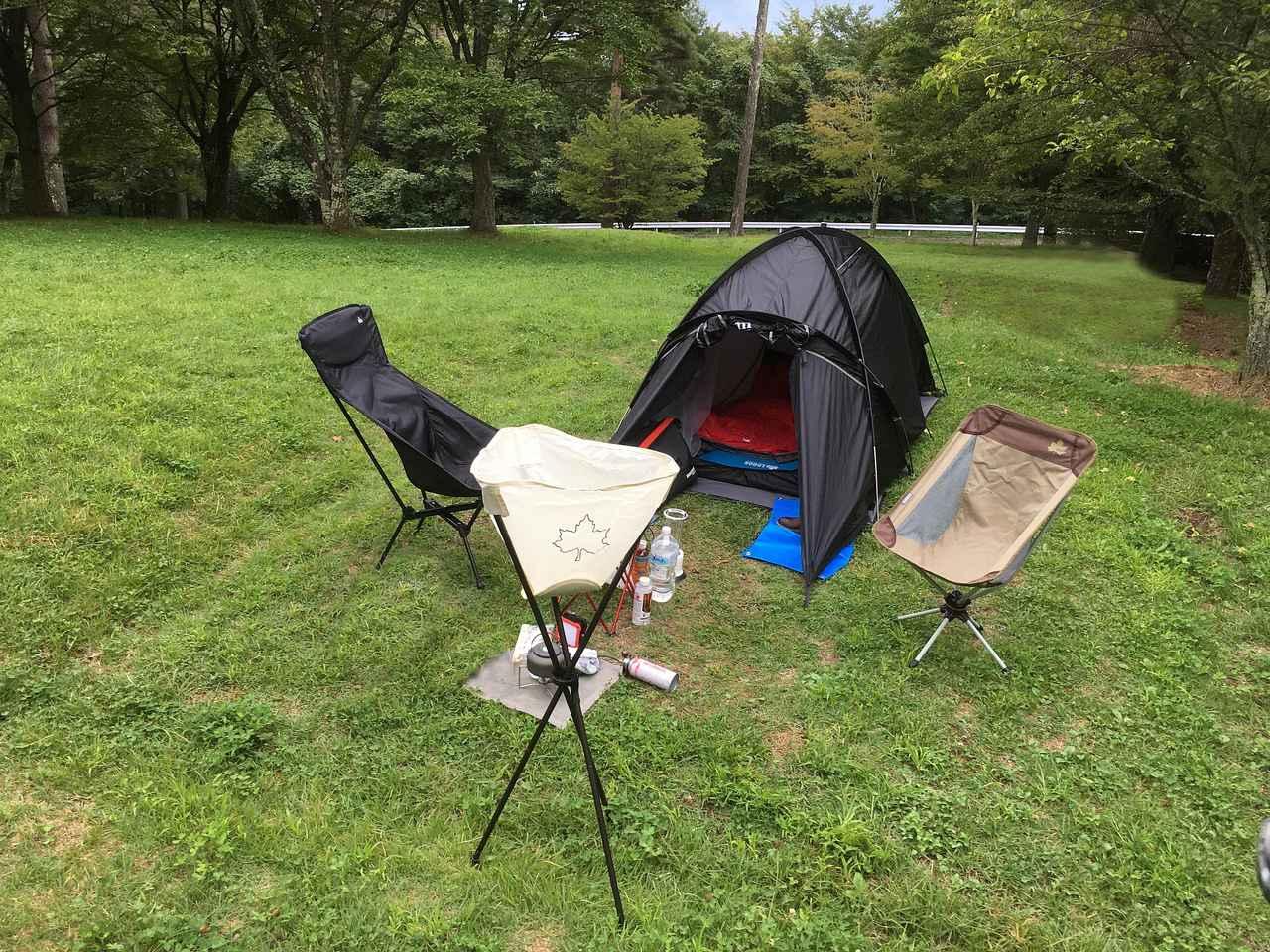 画像: 辻本さんのキャンプセット例 テントは辻本さんの私物、ムラコデザインのブラックビーク