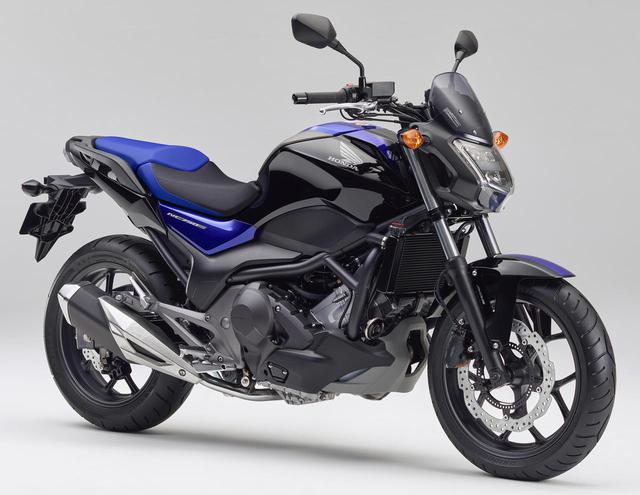 画像: NCシリーズのスポーツバージョンがNC750S。基本構造はほぼ同一、ヘッドライトや燃料タンクまわりのデザインが違い、価格も750Sの方が12万円ほど安い。写真のモデルがDCTのツートーンカラーで、消費税10%込み84万2600円。