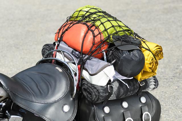 画像: サドルバッグやサイドケース付きだと横幅ができて荷物がまっすぐ積めます これだけでかっこええ