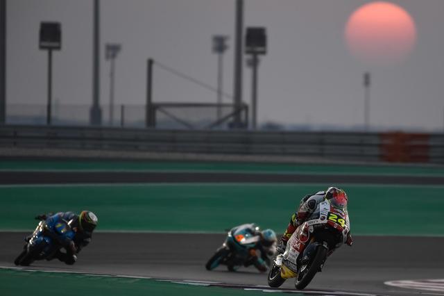 画像: 夕方スタートのカタールGP・Moto3クラス