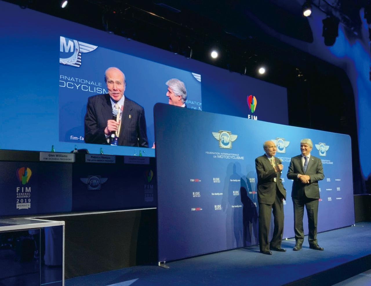 画像: FIM総会後の授賞式に出席した新井社長。「僕は授賞式なんて柄じゃないよ、って言ったんだけど、社員が行った方がいい、って言うからね」(新井社長)