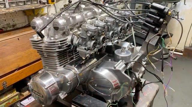 """画像: [6気筒] """"1396 スーパー6""""・・・そんなカワサキ車ってありましたっけ・・・? [Z1カスタム!!] - LAWRENCE - Motorcycle x Cars + α = Your Life."""