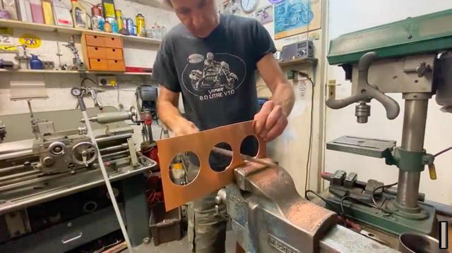 画像: ヤスリ、リューターなどでボアを仕上げます・・・。 www.youtube.com