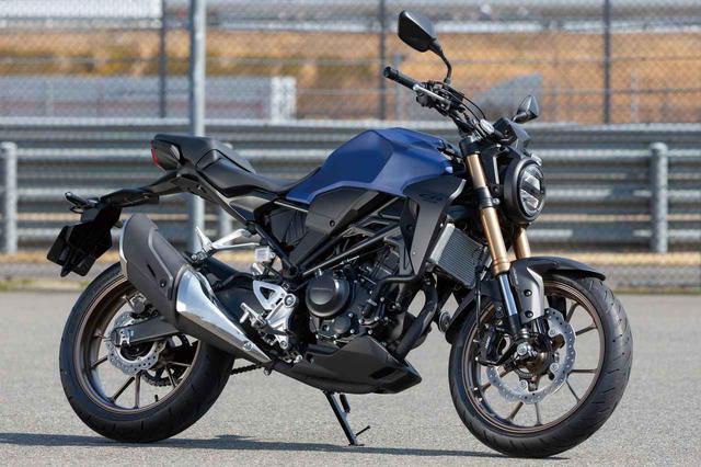画像: Honda CB250R 総排気量:249cc エンジン形式:水冷4ストロークDOHC4バルブ単気筒 最高出力:20kW(27PS)/9,000rpm 最大トルク:23N・m(2.3kgf・m)8,000rpm 車両重量:144kg シート高:805mm メーカー希望小売価格:税込56万4,300円 写真:南 孝幸