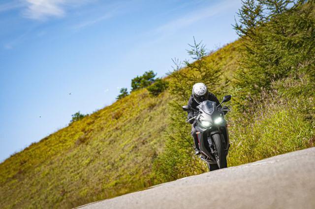 画像: バイクで走る時に、どうしてバイク専用ジャケットを着るの? 普通の服じゃダメなんですか?【脱!バイク初心者 虎の巻/ライディングジャケット編】