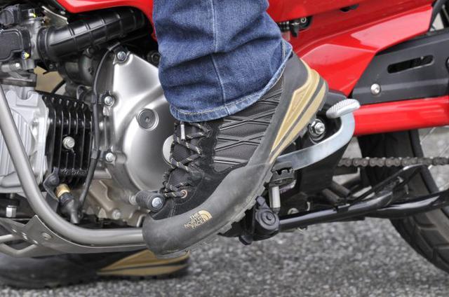 画像4: ① 走行中に2速から1速に落とすと強烈にエンジンブレーキが!