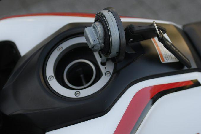画像4: 【その③】日常の使い勝手に優れたバイクとしての本格的な装備