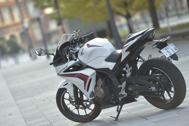 画像: 400ccのパワーを『速さ』じゃなく『扱いやすさ』へ全振りしたバイク