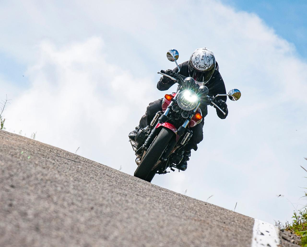 画像: 400ccのバイクに、ちゃんと乗ったことってありますか?【CB400 SUPER FOUR】