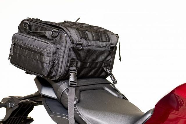 画像7: 20リットル前後のシートバッグがあれば泊まりのツーリングもできる!