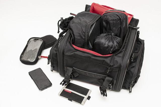 画像3: 20リットル前後のシートバッグがあれば泊まりのツーリングもできる!