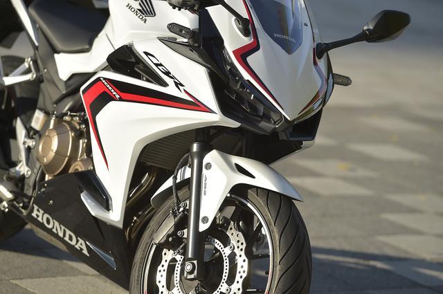 画像: 【CBR400R】250ccには真似できない! 400ccだから成立させられた優しいスポーツ