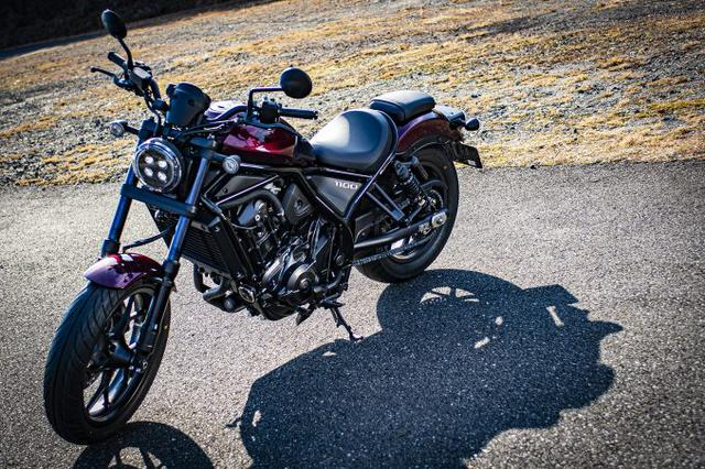 画像1: 1100ccの大型バイクとは思えない『レブル1100』のコンパクトさ
