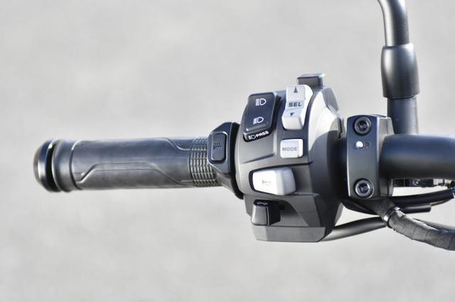 画像7: レブル1100は装備がほとんどスポーツバイク