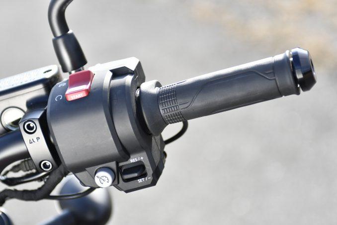 画像8: レブル1100は装備がほとんどスポーツバイク