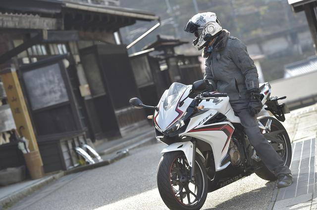 画像: ありそうでなかった! 400cc以下のフルカウルスポーツでCBR400Rの『快適性』は突出してる!?