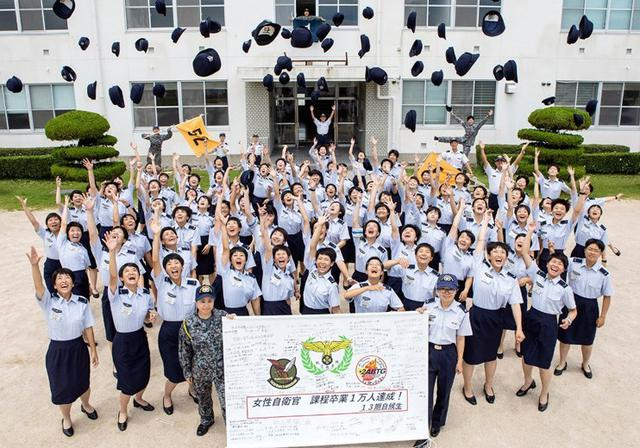 画像: 女性自衛官教育 1万人達成|空自防府南基地航空教育隊