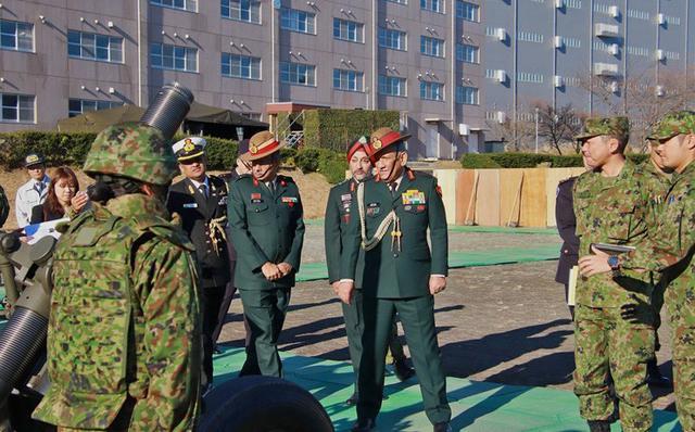 画像2: インド陸軍参謀長が部隊視察|板妻駐屯地