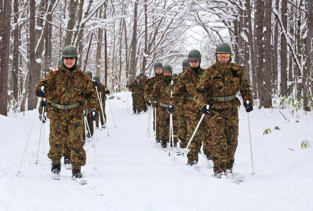 画像1: スキー機動で訓練始め|岩見沢駐屯地