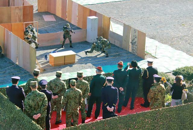 画像3: インド陸軍参謀長が部隊視察|板妻駐屯地