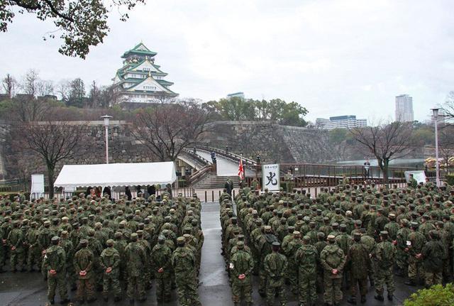 画像3: 大阪城を背に今年の一文字「光」|伊丹駐屯地