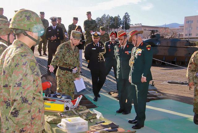 画像4: インド陸軍参謀長が部隊視察|板妻駐屯地