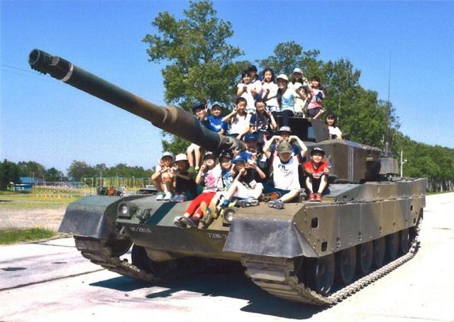 画像: 小学生20人 隊員とふれあう|南恵庭駐屯地