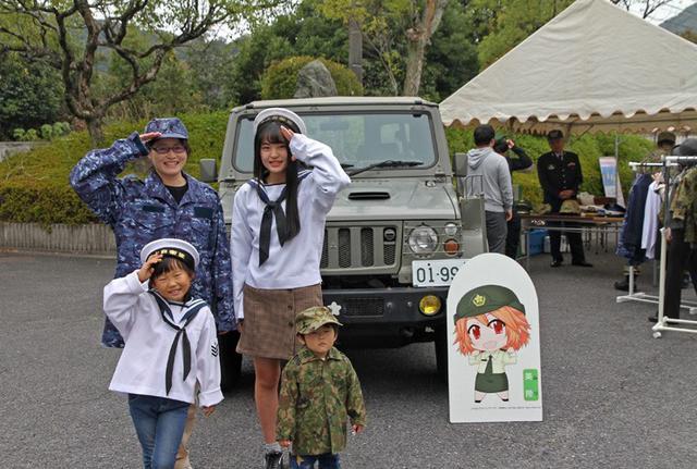 画像2: 大学学園祭で自衛隊PR|山口地本