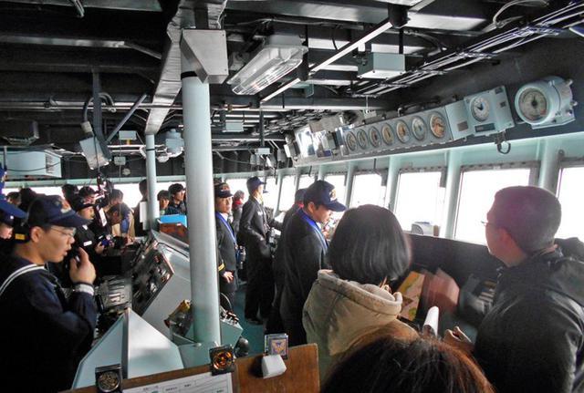 画像3: 輸送艦「しもきた」宿泊、体験航海|香川地本