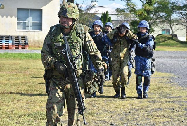 画像5: 陸海空自共同で基地警備訓練|北熊本駐屯地