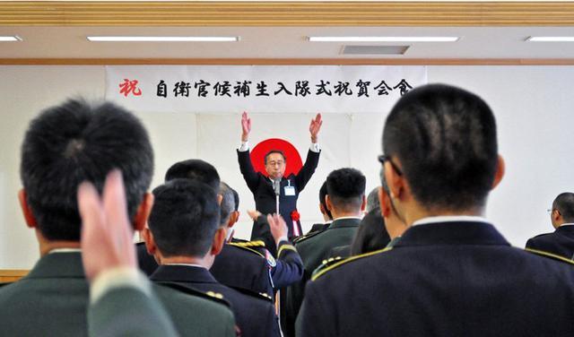 画像9: 「立派な自衛官に」自候生入隊式|青森駐屯地