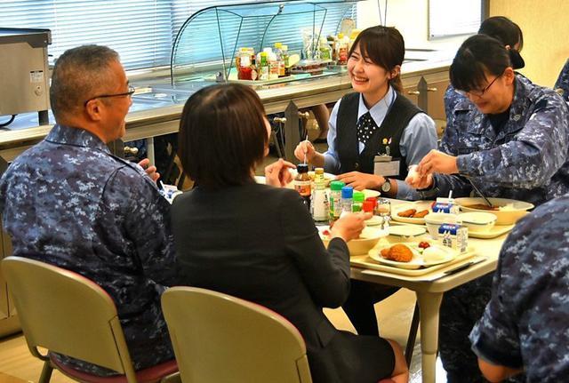 画像3: 「女性の活躍推進」銀行員と意見交換|海自八戸航空基地